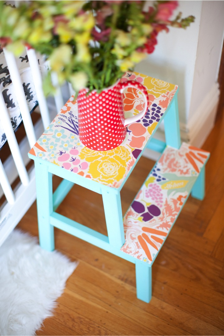 diy-colorful-stool-with-paint-and-wallpaper