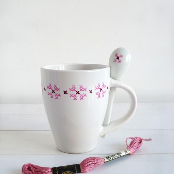 taza-pintada-a-mano-blancacc_rosa